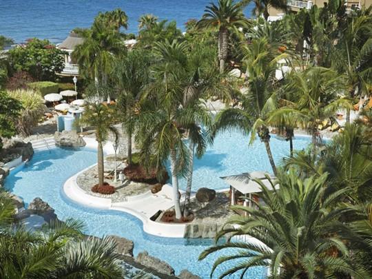 Vue de la piscine de l'hôtel Jardines de Nivaria