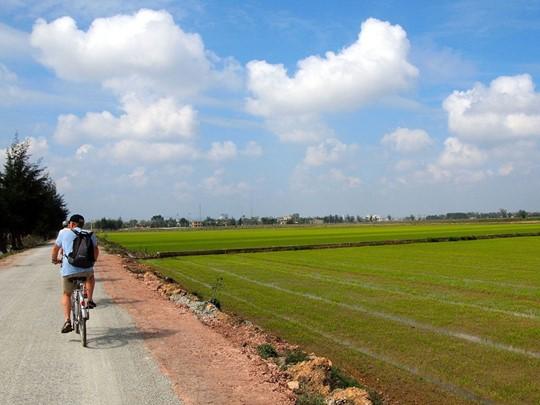 Balade à vélo dans le village de Thy Bieu