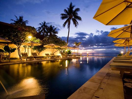 Le Puri Mas Boutique Resort est une propriété de charme proposant des chambres de style traditionnel indonésien, dans un cadre idyllique