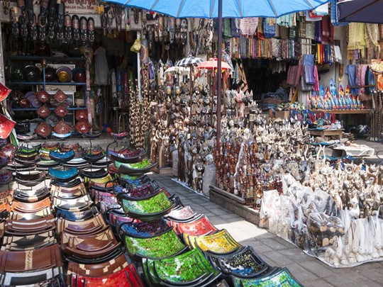 Balade au marché d'Ubud à Bali avec plein de couleurs