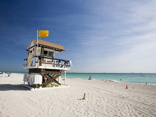 Les emblématiques cabines de lifeguards de Miami Beach