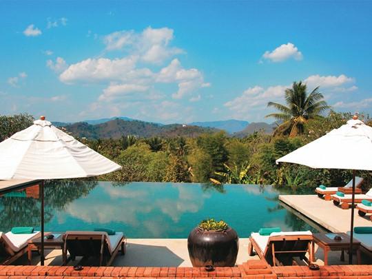 La piscine de l'hôtel La Résidence Phou Vao à Luang Prabang