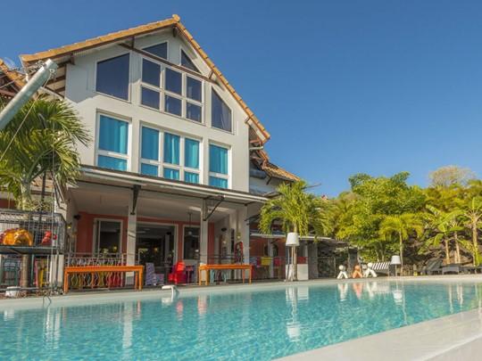 La piscine de l'hôtel La Suite Villa aux Antilles
