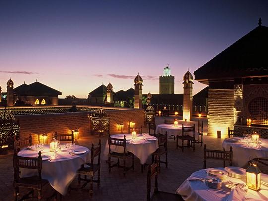Profitez d'un somptueux dîner sur la terrasse panoramique