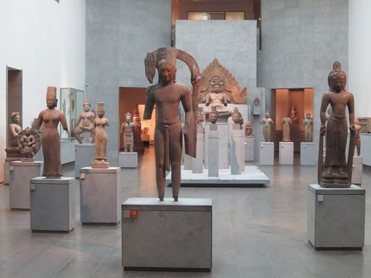 Ooeuvres d'art emblématiques de la civilisation angkorienne au musée national