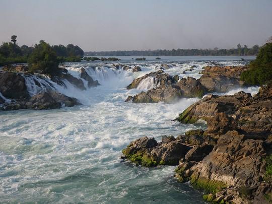 Admirez les incroyables chutes de Khone Phapeng au Laos