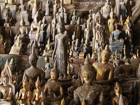 Explorez les fameuses grottes de Pakhou ou vous trouverez plus de 4000 statues de Bouddha