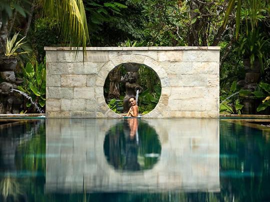 Relaxez vous au bord de la superbe piscine du Nusa Dua Beach Hotel