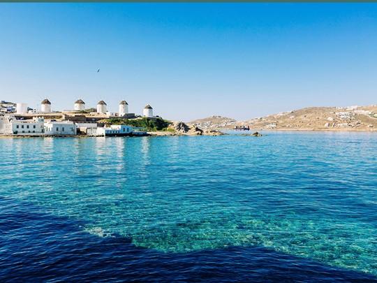Les eaux translucides de la mer Egée, à Mykonos
