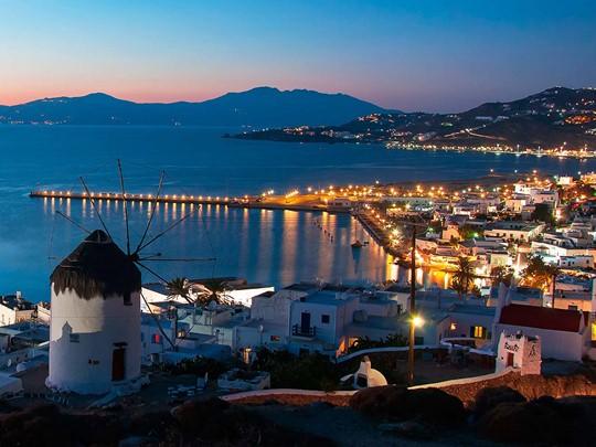 La nuit, Mykonos reste éveillée.