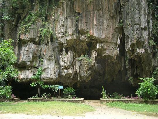 Explorez les grottes de Kompong Trach