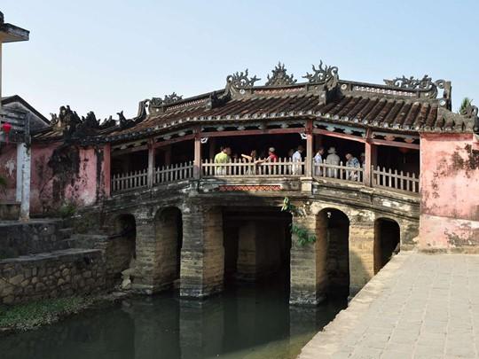 Allez à la découverte du Pont Japonais, l'un des plus vieux ponts de Hoi An