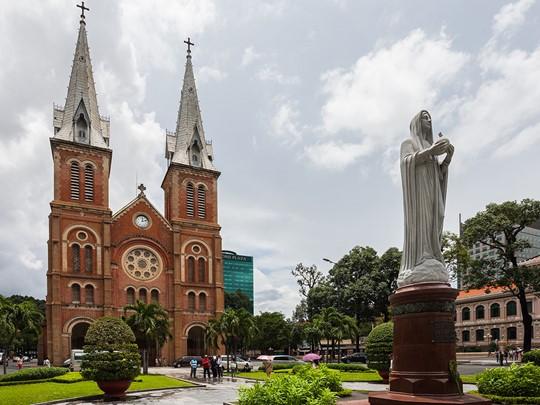 Vue de la Cathédrale Notre-Dame situé au centre de Hô-Chi-Minh-Ville