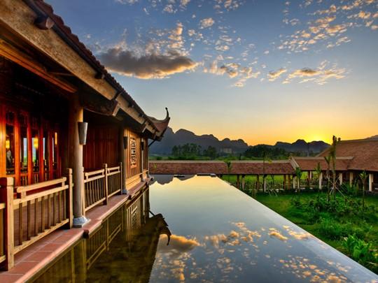 Séjournez au meilleur hôtel de Ninh Binh; L'Emeralda Ninh Binh situé au bord de la réserve naturelle de Van Long