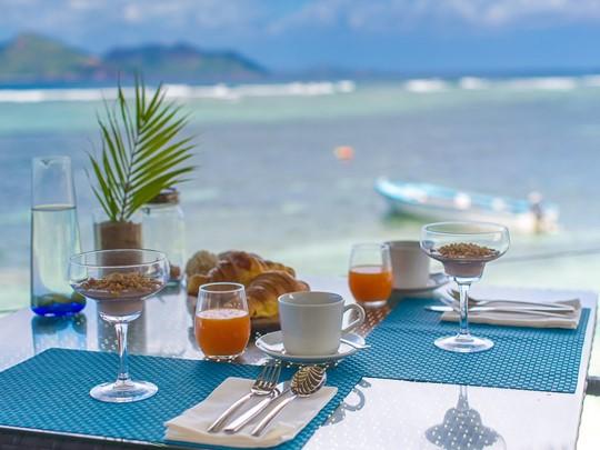 Dégustez un copieux petit déjeuner à l'hôtel Le Nautique