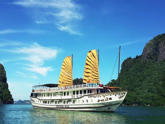 Embarquez à bord de la Jonque Indochina Sails