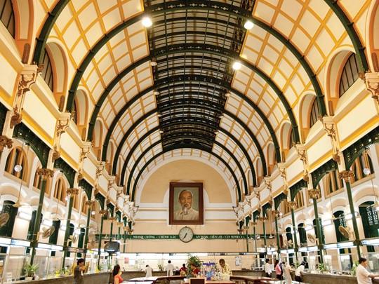 Visite de l'ancien Bureau de Poste de Saigon, oeuvre de Gustave Eiffel