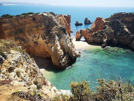 La plage de Marinha au Portugal