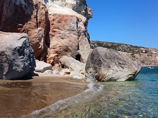 Milos et sa côte à la beauté étonnante