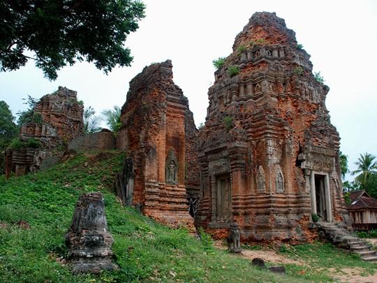 Visite du groupe des temples de Roluos qui furent les premiers temples construits à Siem Reap
