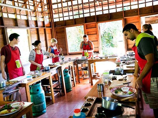 Leçon de cuisine thaie dans la ville de Chiang Mai