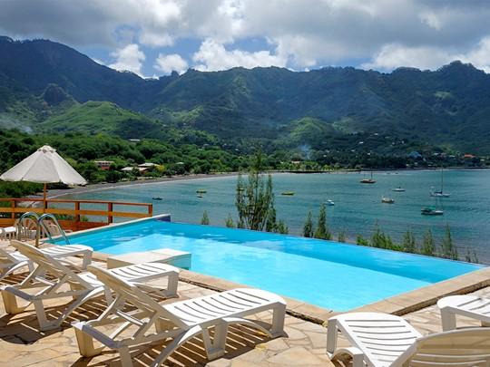 La piscine du Keikahanui Nuku Hiva Pearl Lodge