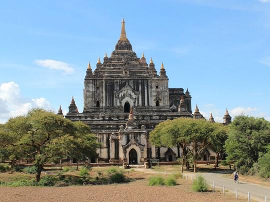 L'un des plus beaux monuments de la religion bouddiste, le temple Ananda à Bagan