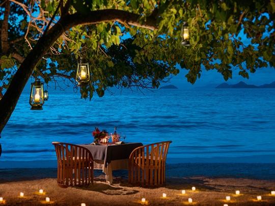 Dîner romantique dans un cadre exceptionnel au Four Seasons Seychelles