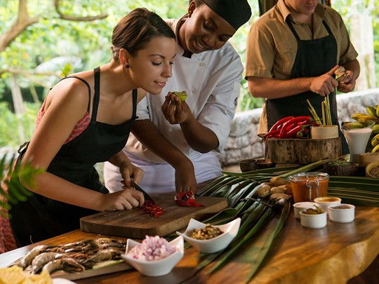 La cuisine Seychelloise n'aura plus de secret pour vous après un cours de cuisine au Four Seasons