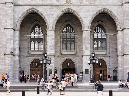 Admirez la Basilique Notre Dame, en plein coeur de la ville