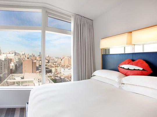 Les chambres vous surprendront avec leurs immenses abies vitrées