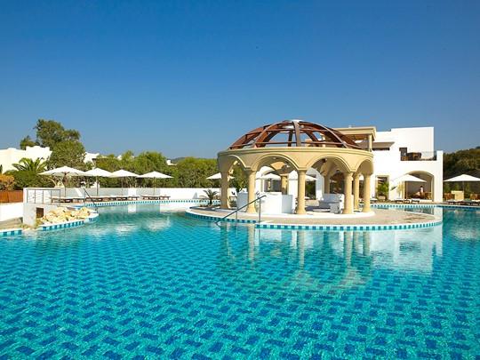 La piscine de l'hôtel Lindian Village en Grèce