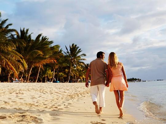 Balade en amoureux sur la plage