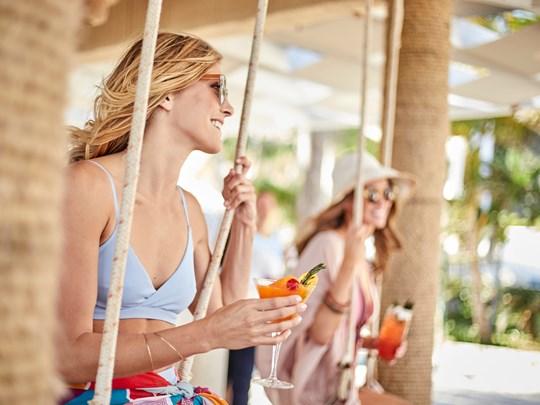 Dégustez un délicieux cocktail dans un cadre paradisiaque