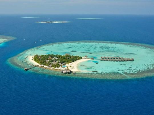 Vue aérienne de l'hôtel Maafushivaru aux Maldives