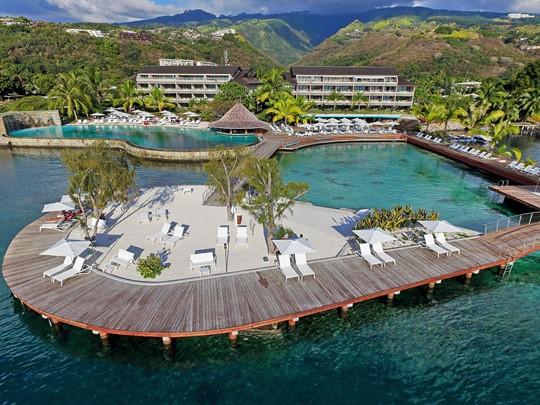 Vue du Manava Suite Resort, situé sur la côte la plus ensoleillée de Tahiti