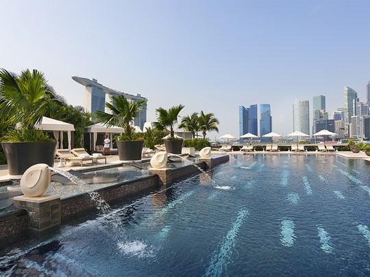 La piscine de l'hôtel de luxe Mandarin Oriental Singapore