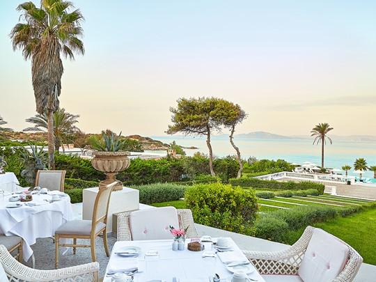 Dégustez un copieux petit déjeuner face à la mer au Mandola Rosa