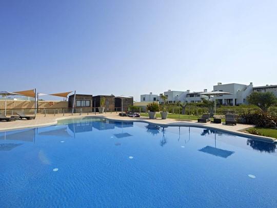La superbe piscine du Martinhal Sagres à Algarve