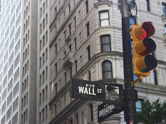 Observez le célèbre bâtiment de la bourse de Wall Street