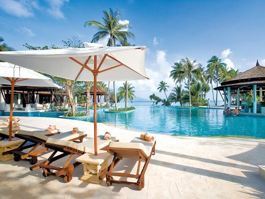 Profitez de la belle piscine du Melati Beach Resort