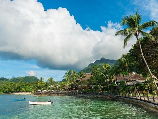 Vue de l'hôtel Méridien Fisherman's Cove à Mahé
