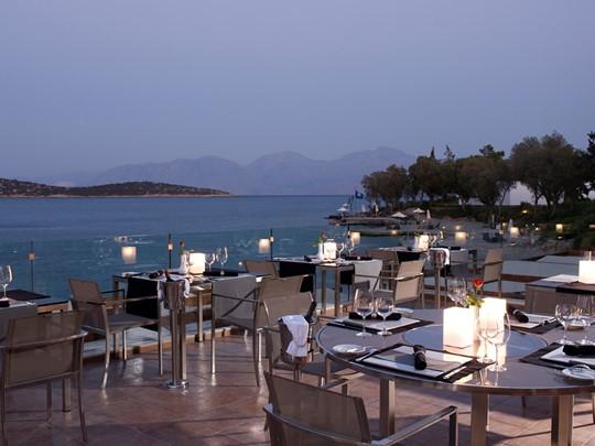 Gastronomie française au restaurant La Bouillabaisse du Minos Beach Art