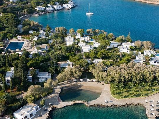 Vue aérienne du Minos Beach Art Hotel situé en Grèce