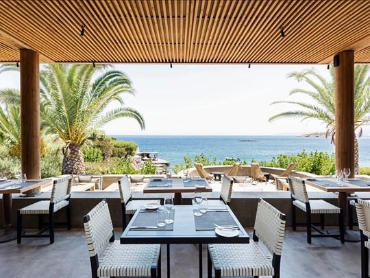 Le restaurant Inblu offre une superbe vue sur la baie de Mirabello