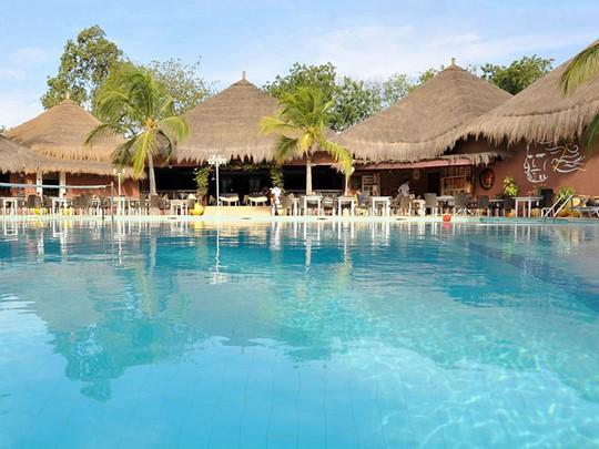 La piscine de l'hôtel Neptune au Senegal