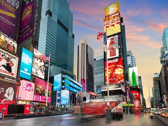 Times Square ! Les écrans géants et les boutiques surdimensionnées