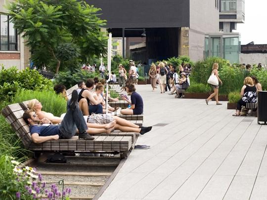High Line, une ancienne voix de chemins de fers abandonnée puis réhabilitée en promenade éco-responsable inspirée de la Coulée Verte parisienne