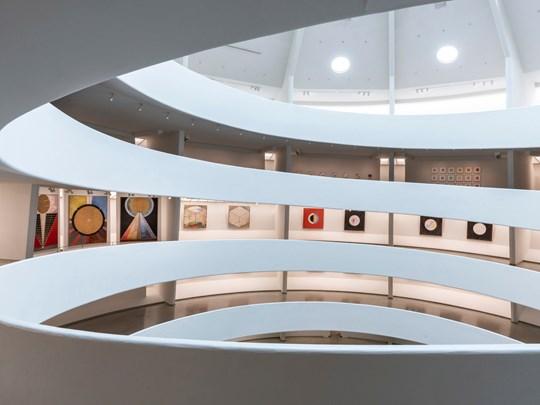 Des œuvres modernes et contemporaines y sont exposées