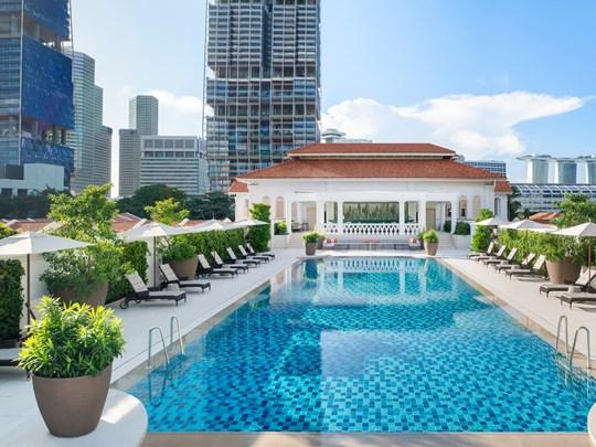 Après une journée de visite, relaxez-vous au bord de la piscine